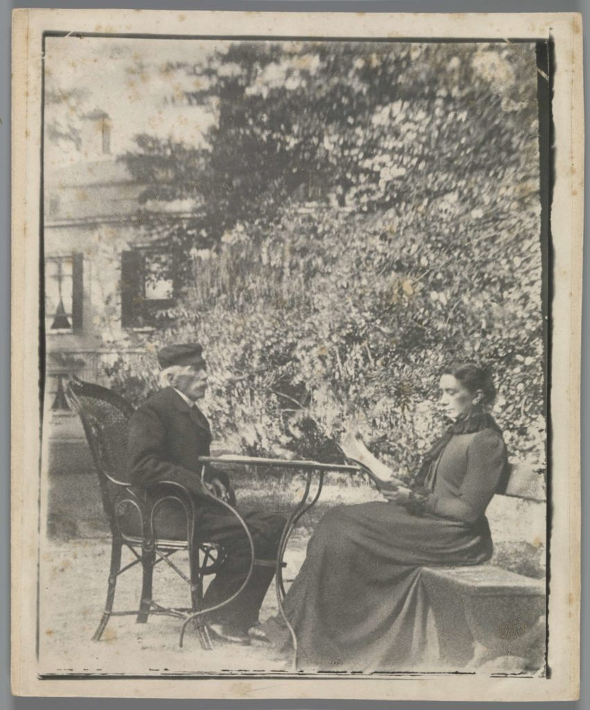 J.J. Witsen and Cobi Arntzenius-Witsen in the garden in front of Ewijkshoeve, Photo: Willem Witsen,  gelatin silver print on photo paper on cardboard, date ca. 1860 - ca. 1915